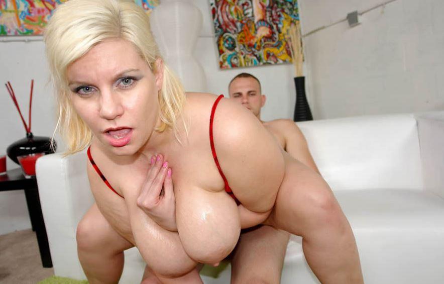 Titten dicken blondinen mit Sexy Blondine