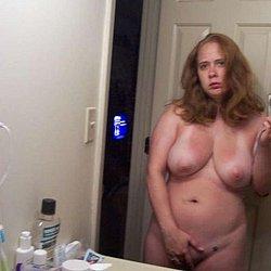 Im badezimmer nackt frauen Badezimmer Sex